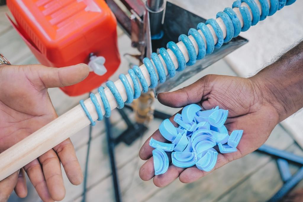 Курорты Soneva запускают «Программу Творцов» и представляют систему переработки пластика на Мальдивах-320x180