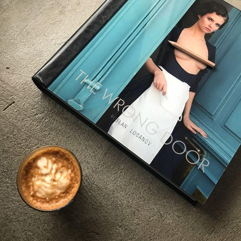Идея для подарка: книга фотохудожника Руслана Лобанова The Wrong Door-320x180