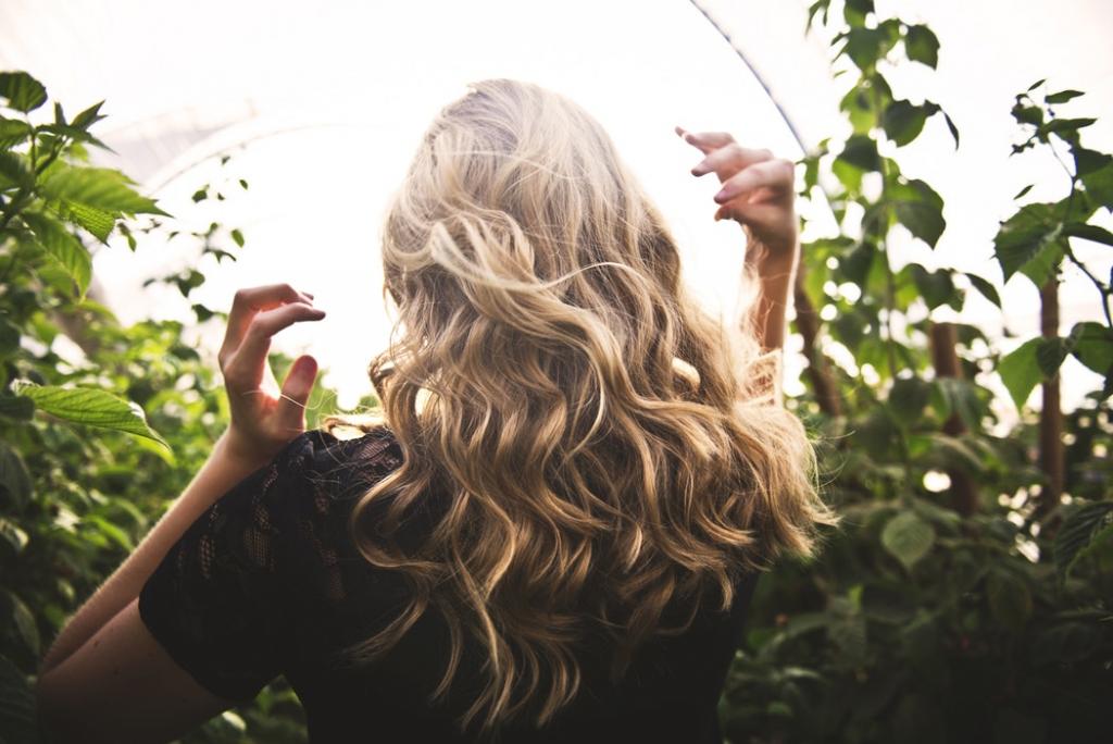 Как Дженнифер Энистон, Рианна и другие звезды ухаживают за волосами-Фото 1