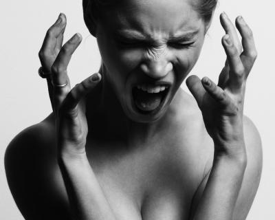 Как научиться контролировать свой гнев-430x480