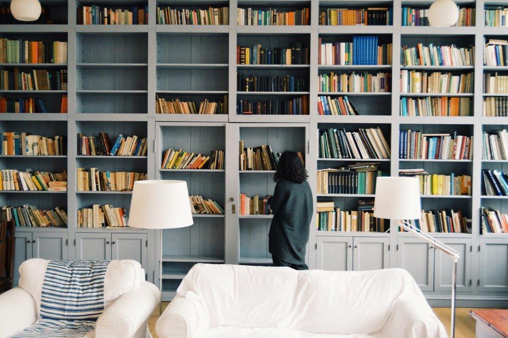 7 книг, которые должны быть на полке успешных людей-320x180