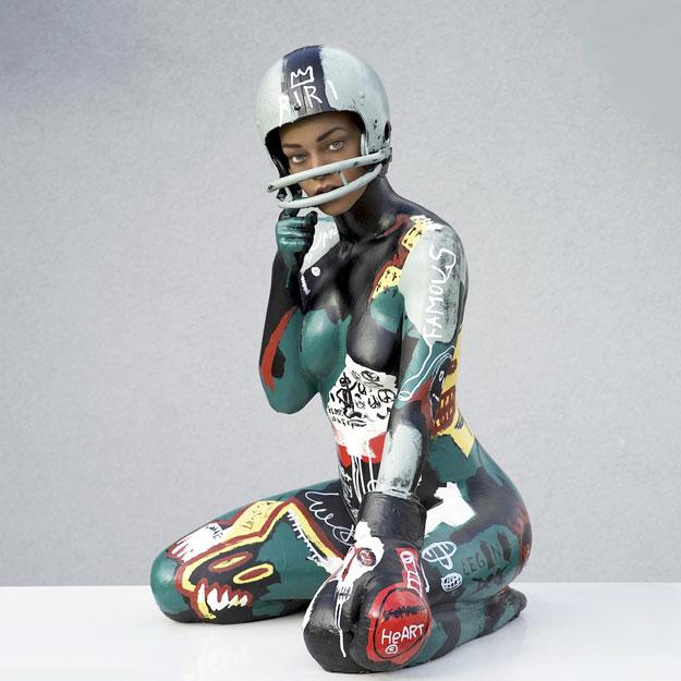 Рианна получила в подарок обнаженную скульптуру-Фото 1