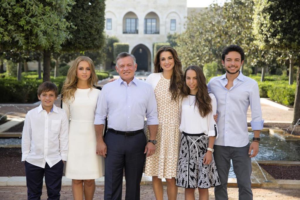 Королева Рания с семьей