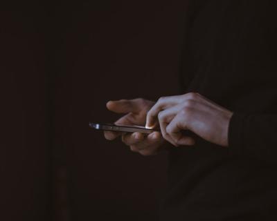 Цифровой детокс: 8 советов, как стать менее зависимым от гаджетов-430x480