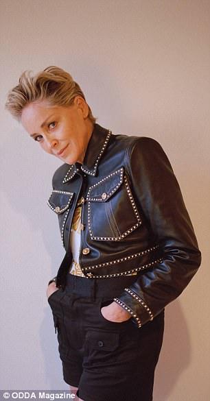 В платьях и шортах: фотосессия 60-летней Шэрон Стоун-Фото 6