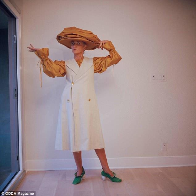 В платьях и шортах: фотосессия 60-летней Шэрон Стоун-Фото 10