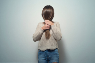 Как справиться с выпадением волос в межсезонье