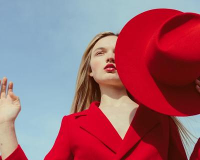 Вдохновение весны: «космическая» шляпа от Shmelevsky-430x480