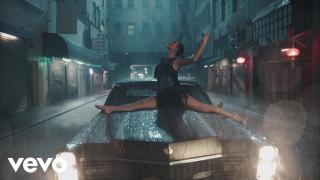 Танцы под дождем: Тейлор Свифт презентовала новый клип