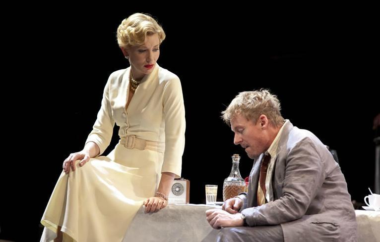 В кино и на сцене: звезды, которые играют в театре-Фото 1