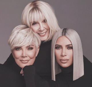 Ким Кардашьян с мамой и бабушкой снялись в рекламе бьюти-бренда