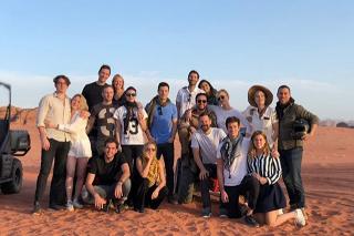 Отдых в Иордании: Принцесса Беатрис в отпуске с Карли Клосс