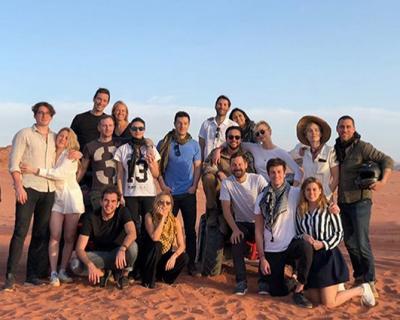 Отдых в Иордании: Принцесса Беатрис в отпуске с Карли Клосс-430x480