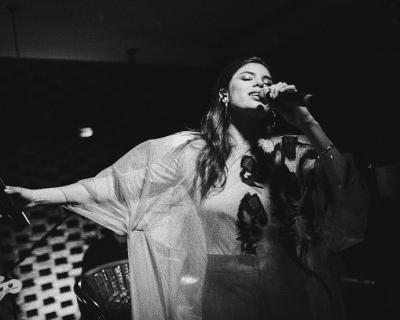 Michelle Andrade представила свой первый мини-альбом-430x480