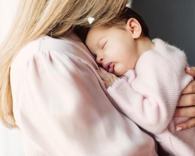 Принцесса Швеции показала официальные фото дочери-430x480