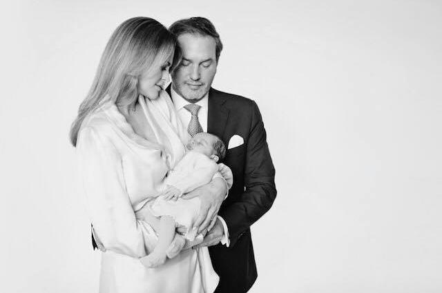 Принцесса Швеции показала официальные фото дочери-Фото 2