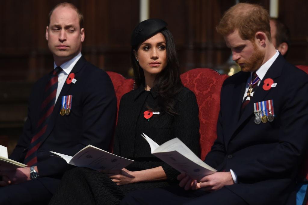 Задремал в церкви: Принц Уильям стал интернет-мемом-320x180