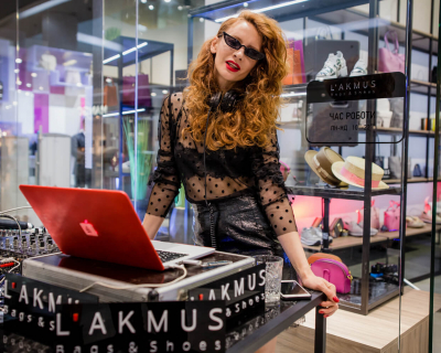 Фотоотчет: как прошло открытие флагманского магазина L'AKMUS Bags&Shoes-430x480