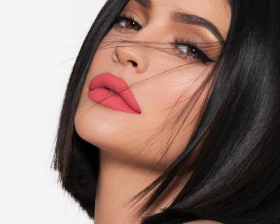 10 make-up лайфхаков от Кайли Дженнер, которые стоит повторить-430x480