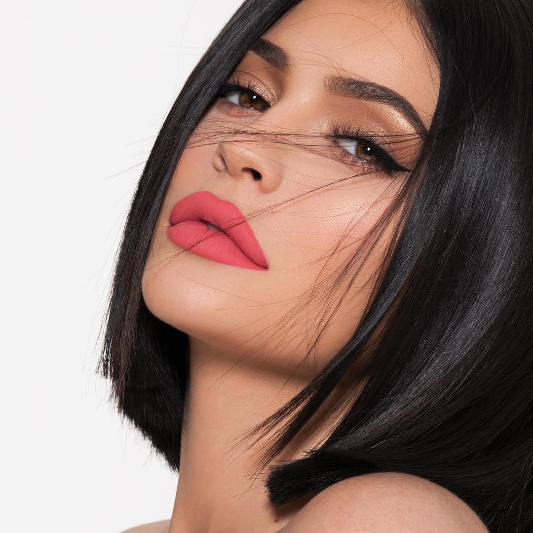 10 make-up лайфхаков от Кайли Дженнер, которые стоит повторить-Фото 8