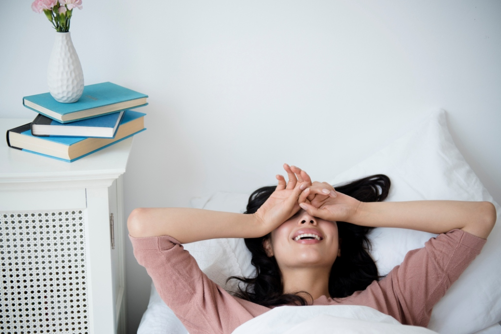 Как научиться просыпаться без будильника-320x180