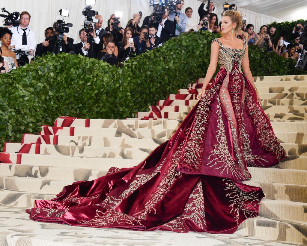 Met Gala 2018: самые яркие образы с красной дорожки-320x180