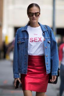 Белая футболка: 24 необычных варианта на каждый день