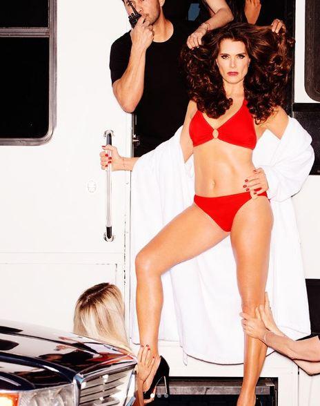 52-летняя Брук Шилдс в рекламе купальников-Фото 3