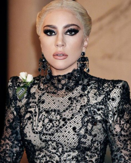 Леди Гага запускает собственный косметический бренд