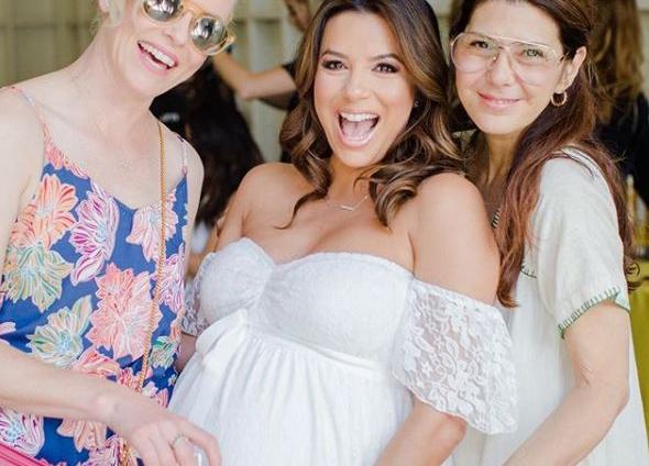 Baby shower: Беременная Ева Лонгория устроила пижамную вечеринку