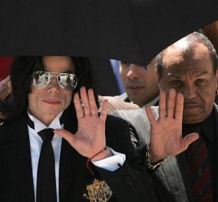 Умер 89-летний отец Майкла Джексона-430x480