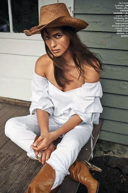 В образе ковбойки: Ирина Шейк украсила обложку модного глянца-Фото 3