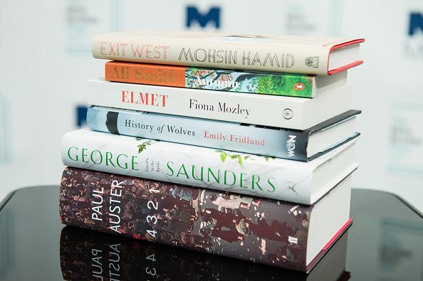 Букеровская премия: названы 5 главных книг за 50 лет-320x180