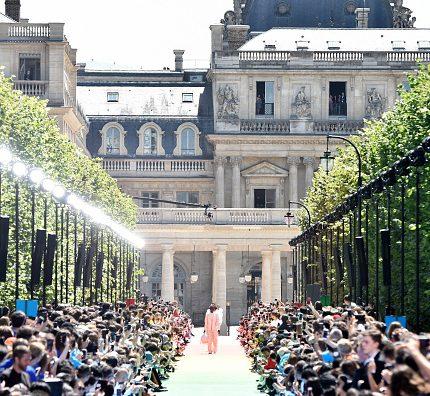 Как прошел первый показ Верджила Абло для Louis Vuitton-430x480