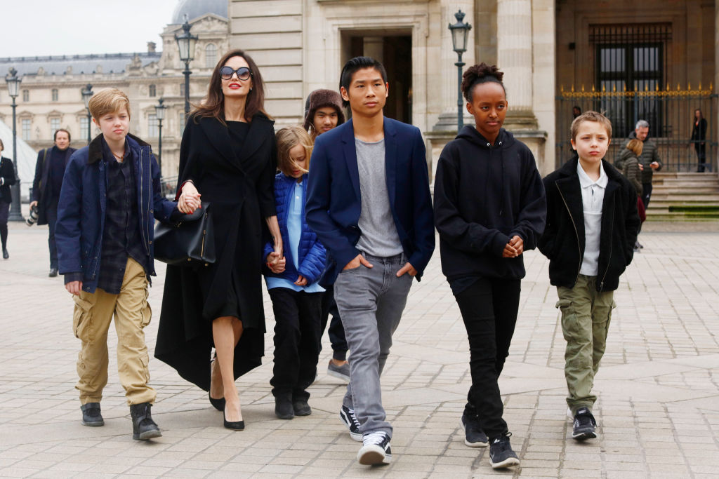 Анджелина Джоли может потерять опеку над детьми-320x180