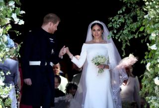 Елизавета II подарила принцу Гарри и Меган Маркл особняк