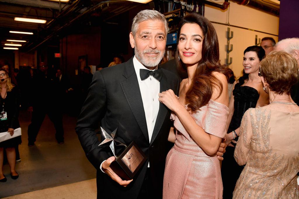 Звездный поцелуй: Джордж и Амаль Клуни не скрывали своих чувств-320x180