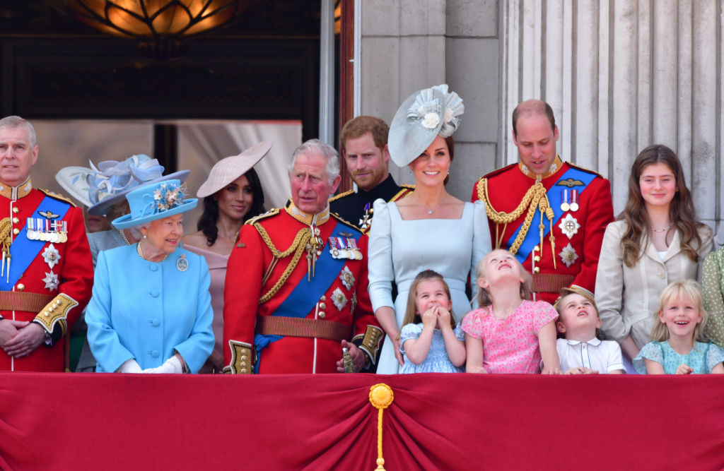 Кира Найтли и Том Харди получат почетные награды от Елизаветы II-Фото 2