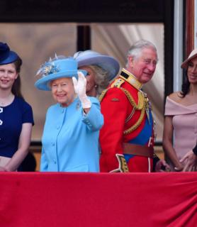 Кира Найтли и Том Харди получат почетные награды от Елизаветы II