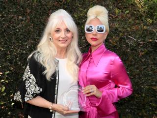 Леди Гага вышла в свет с мамой