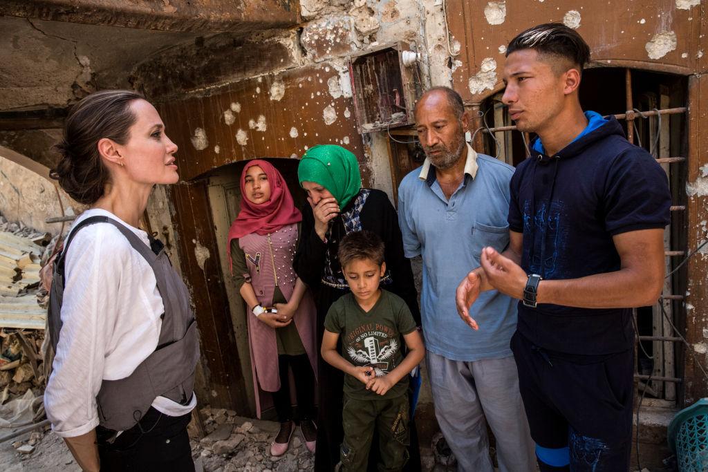 Анджелина Джоли посетила Ирак: «Люди здесь потеряли все»-Фото 3