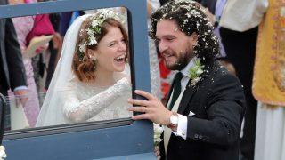 Кит Харингтон и Лесли Роуз сыграли свадьбу-320x180