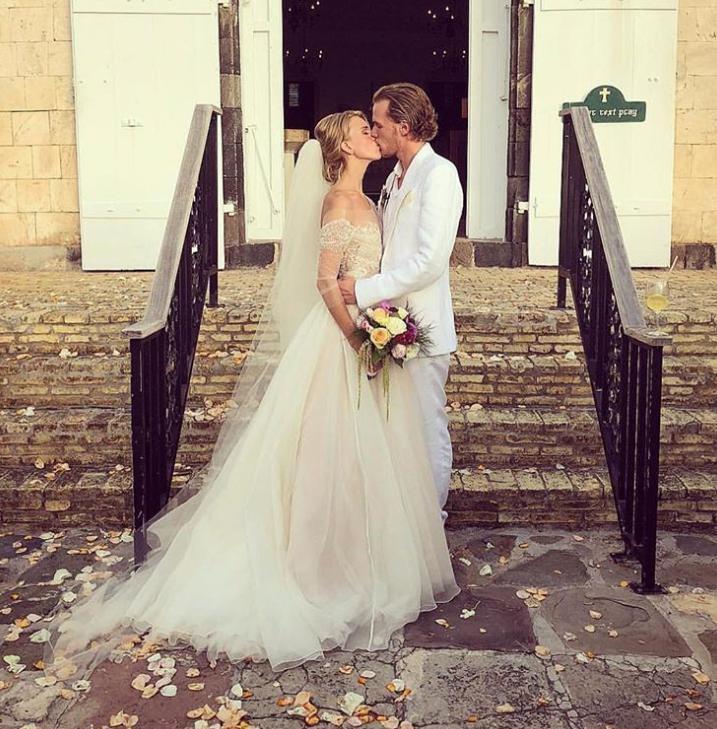 Брат Пэрис Хилтон женился на актрисе-320x180