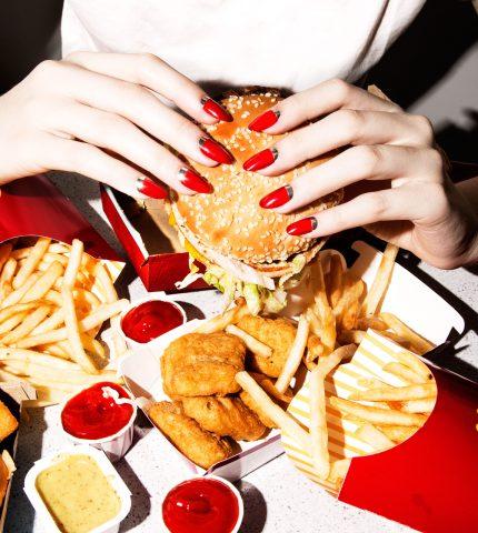 Психология голода: шесть причин, почему мы переедаем-430x480