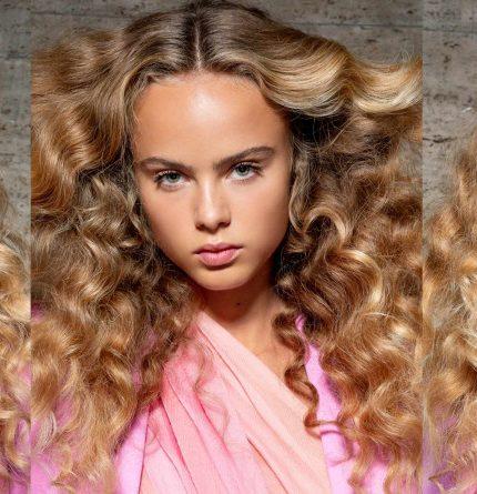 Как правильно наносить средства по уходу за волосами-430x480