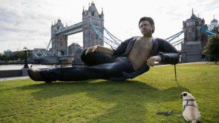 В Лондоне поставили статую актера Джеффа Голдблюма-320x180