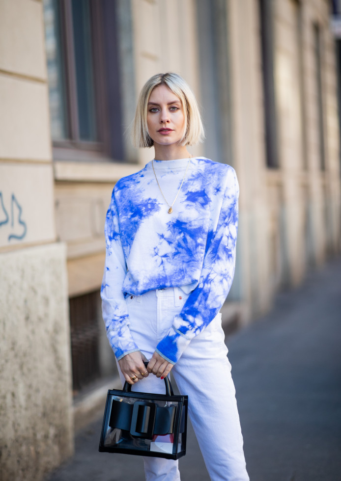 Как носить белые джинсы летом-Фото 10