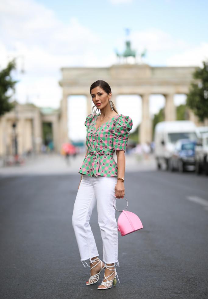 Как носить белые джинсы летом-Фото 4