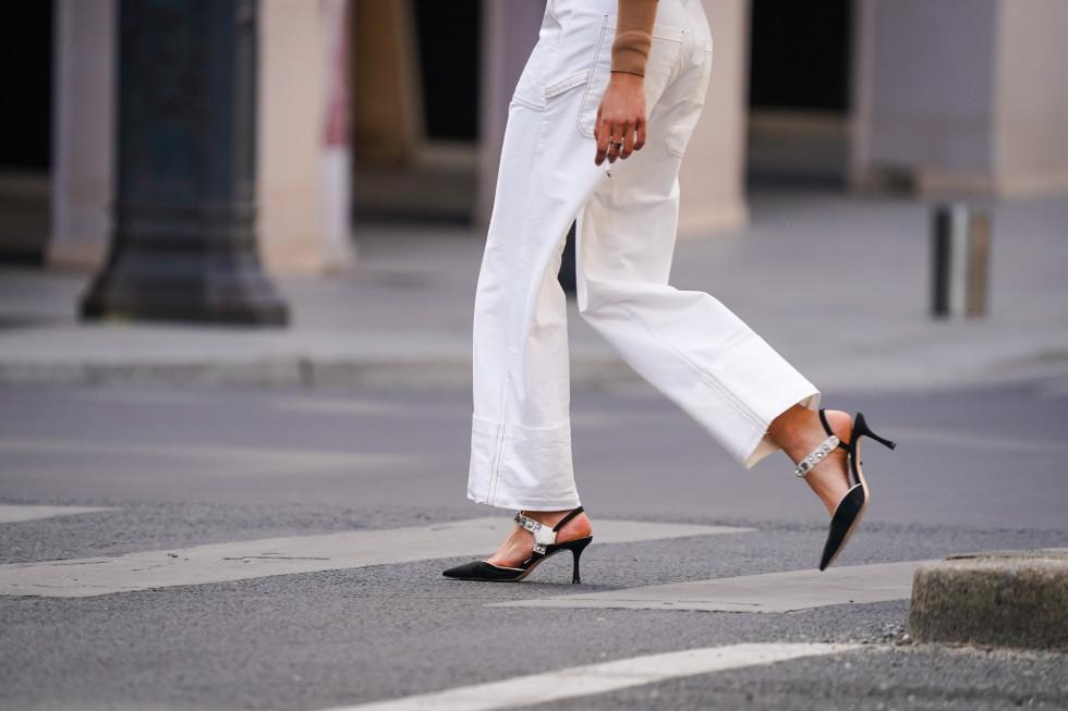 Как носить белые джинсы летом-Фото 1