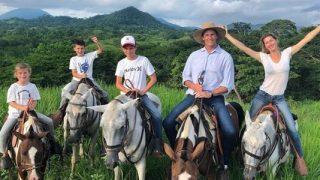 Семейная идиллия: Жизель Бюндхен и Том Брэди отдыхают с детьми в Коста-Рике-320x180